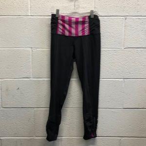 Lululemon black & pink 7/8 length legging sz 4